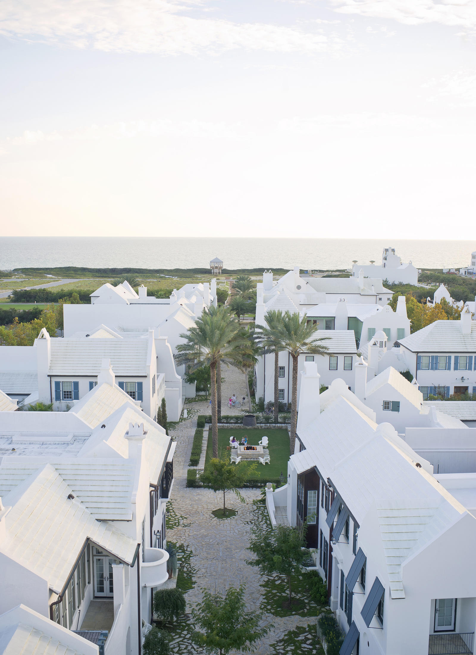 Lifestyle Photography | Atlanta, GA | Two rows of houses on the beach front.