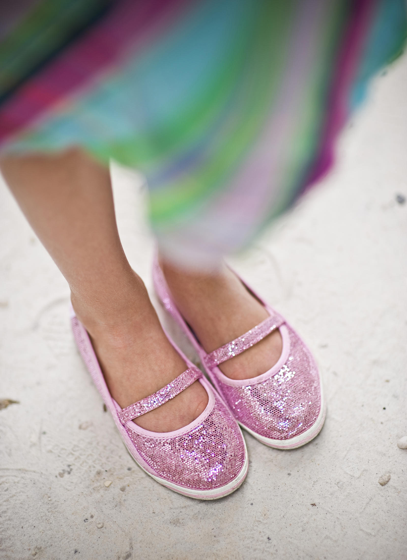 Lifestyle Photography | Atlanta, GA | A young girl stands on the beach in pink, sparkly shoes.